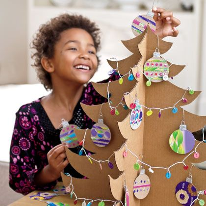 cardboard christmas tree -- i will try this on my own cuz the instructions are NOT in English :D