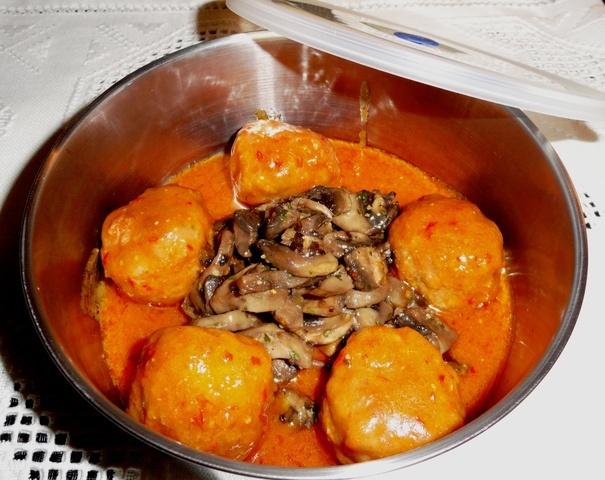 Alb ndigas de ternera con pi ones y champi ones receta - Guarnicion para albondigas ...
