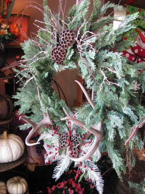 83 best images about antler wreath on pinterest deco for Antler christmas wreath