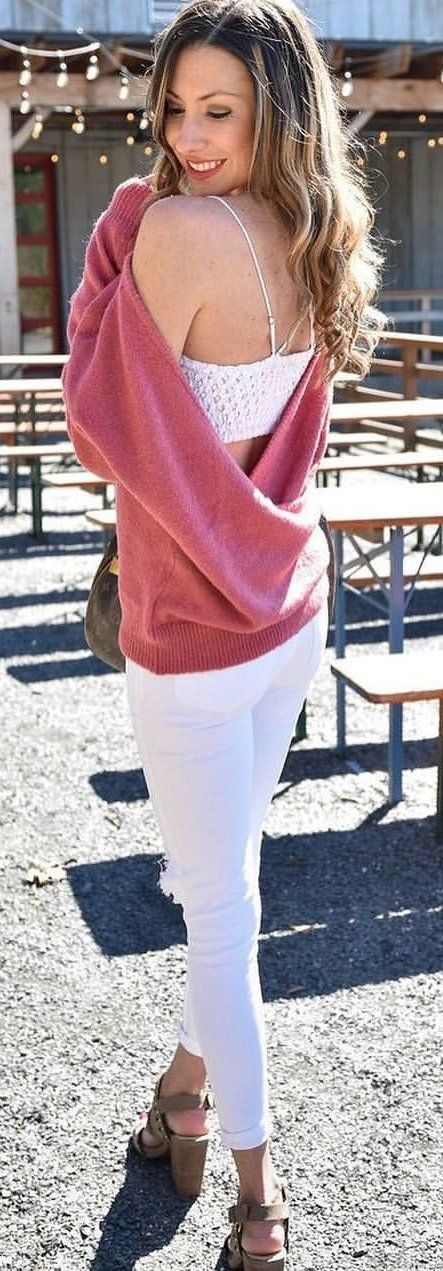 #spring #outfits woman wearing pink sweater and white skinny jeans. Pic by @catherinescraze