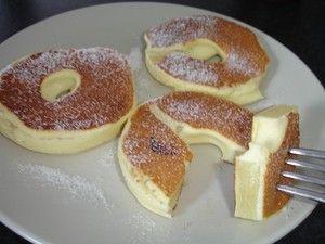 Beignet d'ananas minceur - Pour 6 beignets / 2 personnes : 6 tranches d'ananas au sirop / 1 oeuf / 100 g de ffromage blanc 0% / 20 g de farine / Educolorant