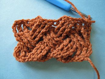 Master edgeless crochet cables with this twist on a basket weave - great for accessories! Photos with step-by-step instruction on the blog.