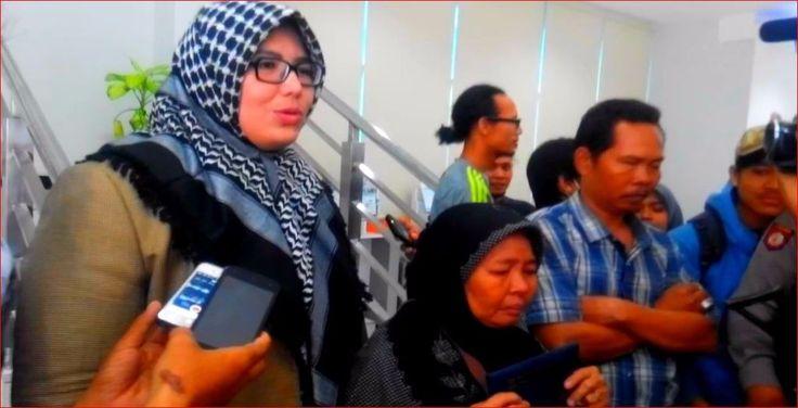 LIRA pastikan ada kepentingan terselubung di balik penggalangan dana Saeni  SERANG (Arrahmah.com) - Lumbung Informasi Rakyat (LIRA) memastikan adanya kepentingan terselubung di balik penggalangan dana untuk Ibu Saeni (53) yang rumah makan (warteg) miliknya dirazia Satpol PP Kota Serang Banten.  Ketua Umum Pemuda LIRA DPW Banten Novis Sugiawan mendapati fakta bahwa saat razia berlangsung 12 Juni lalu Saeni diminta salah satu oknum media untuk menangis histeris seolah-olah sedang terzalimi dan…