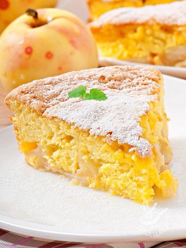 La Torta di mele con crema chantilly è un dolce classico intramontabile. Soffice e golosissima, è perfetta per la merenda dei bambini che ne vanno ghiotti.