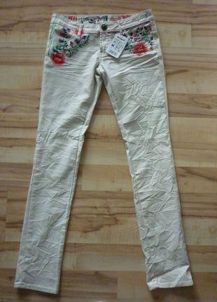 Kaufe meinen Artikel bei #Kleiderkreisel http://www.kleiderkreisel.de/damenmode/jeans/126102668-desigual-elsa-jeans-damen-hose-mit-blumen-bestickt-gr-28-neu