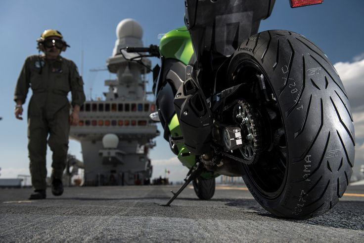 Le pneu moto Pirelli Angel GT - http://www.motoblouz.com/test-produit-pneus-route-pirelli-angel-gt-10.html