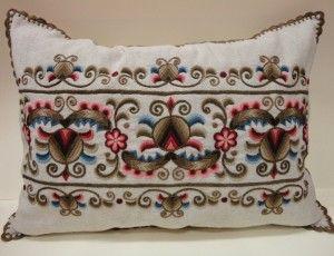 Alföldi kun himzésű párna - The Hungarian embroidered  pillows - Hungary