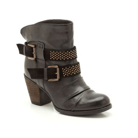 Stand out in these women's casual boots with eye-catching biker detail. Studs and straps up the on-trend feel of the black leather upper which pulls on easily over skinny jeans or leggings while a 70mm raw stacked heel adds werable height.