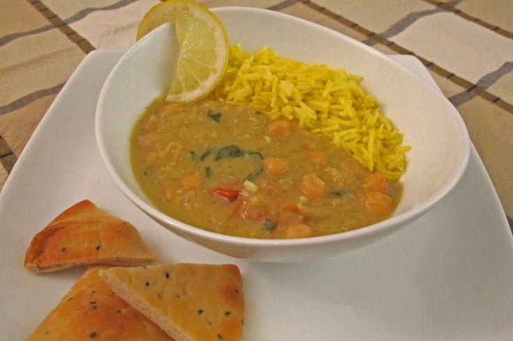 Kikertstuing med karri er en typisk indisk inspirert vegetarisk rett. Den er mettende, sunn og en god kilde til proteiner. Kikertstuing inneholder mye smak.