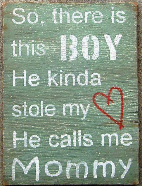 Hij kust me als ik hem in mijn armen heb in de drukte van de avondvierdaagse. Hij zegt zachtjes: 'ik vind je lekker.' Hij kust me vol op mijn mond bij de kassa in de supermarkt   en zegt luid genoeg zodat iedereen het kan horen: 'ik hou van jou.' Ik gloei en hoop dat iedereen het heeft gehoord.  Hij gooit zijn armen om mijn hals en drukt zijn wang tegen de mijne. Hij is een moederskindjes. Hij is twee en hij is van mij.