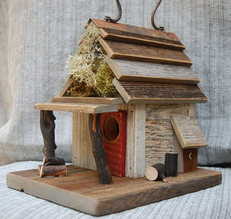 Every admired garden has at least one slick birdhouse, and there's no question that you can tell a lot about a gardener style just by taking a look at his birdhouse. Latest trends dictate that rustic birdhouses are gaining popularity since gardeners are going for traditional looks instead of eclectic.As you probably already know, we're always keeping an eye out ...