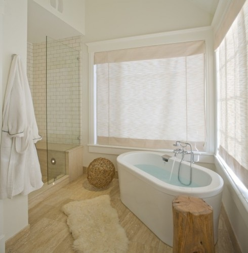 Great bathtub and shower with wooden flooring, but I can do without the dead animal on the floor.