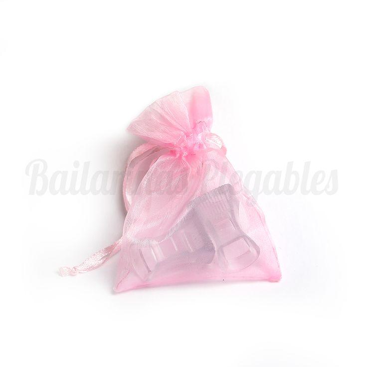 Taconeras en bolsita de organza, un regalo de boda ideal para tus invitadas. Perfecto y muy recomendable para bodas de exterior