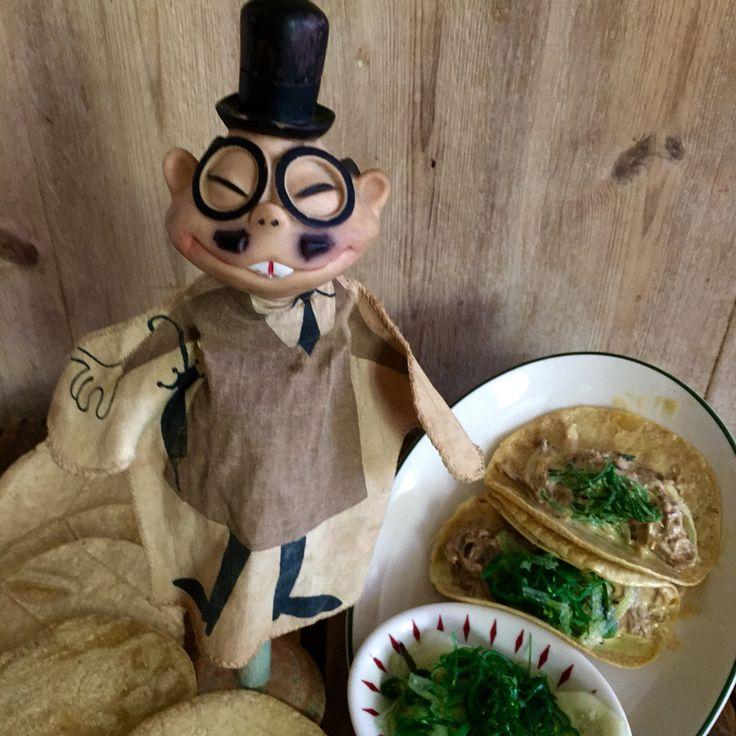 Tacos de carne mechada con mayonesa chipotle y ensalada de algas japonesas con pepino IG elena_delic www. Delic.es