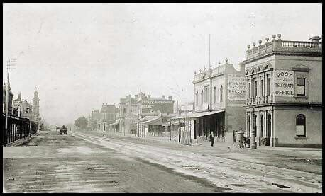 The Sandridge (Port Melbourne)Telegraphic Office in 1871. (Far right) The City of Melbourne and Sandridge were linked by telegraph in 1854.
