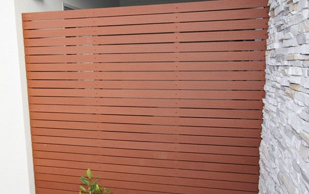 Privacy screen with narrow gap horizontal slats deck for Horizontal garden screening