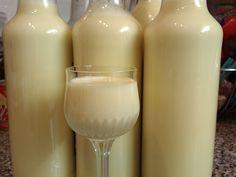 Jak vyrobit vařený vaječný likér   recept   JakTak.cz 1 l 12% smetany na vaření Kunín 250 ml 30% smetany ke šlehání 500 ml rumu Božkov 8 žloutků 1 Salko 300 g cukru krupice 1 vanilkový cukr 1-2 čajové lžičky vanilkového aroma
