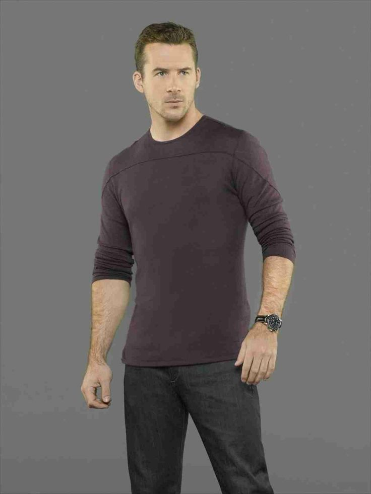 Barry Sloane as Aiden Mathis in Season 3