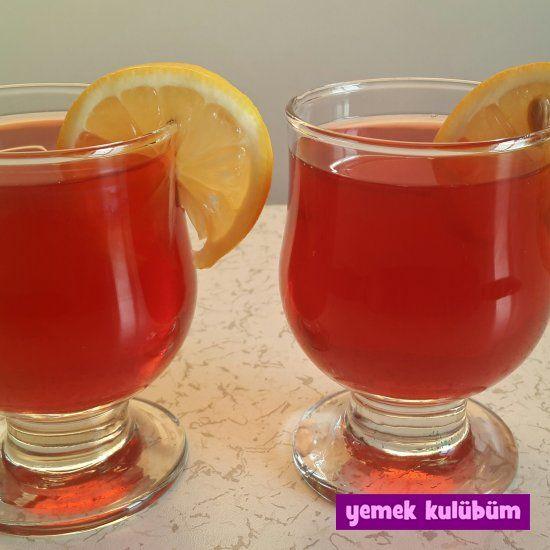kolay çilekli içecek tarifi, çilek şurubu nasıl yapılır? çilek şurubu yapılışı, meyve suyu tarifleri, kolay tatlı tarifleri, kolay kek tarifleri