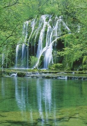 Cascade des Tufs aux Planches-près-Arbois, au cœur également d'une reculée.