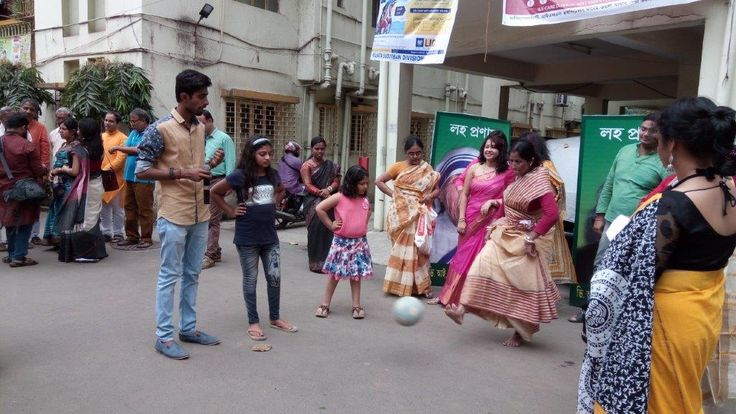 SBI Life Insurance penalty shootout for woman during durga puja.