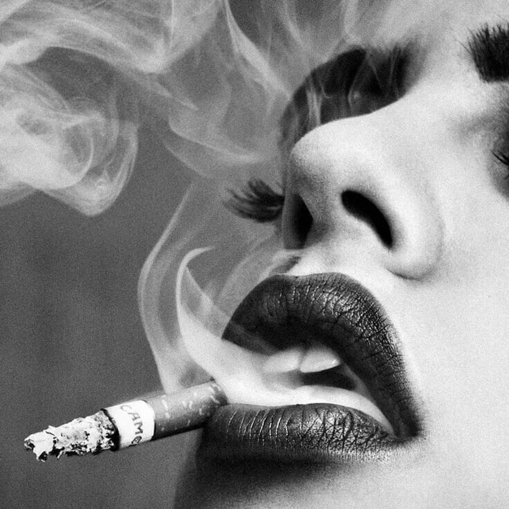 Картинки девушек выдыхающих дым