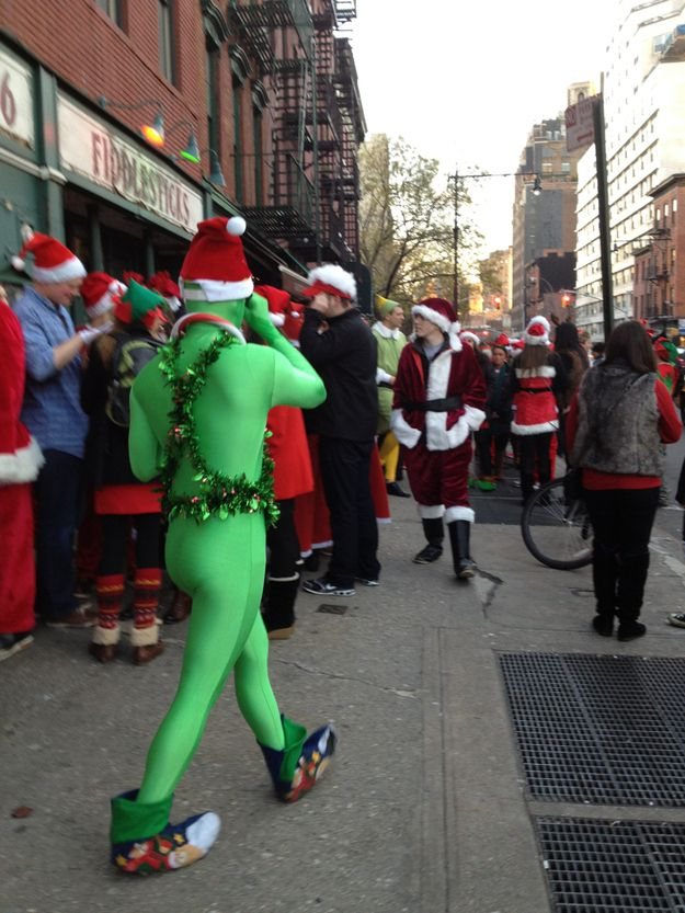 It's not easy being green... oh, wait. It's totally easy when you're this awesome. | 16 People Who Are Doing Santa ConRight