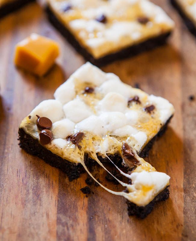 Marshmallow Caramel Oreo Cookie S'Mores Bars - Just 5 ingredients in these bars with soft, squishy marshmallows & a crunchy Oreo cookie crust. Easy, no-mixer recipe ready in under 30 minutes at averiecooks.com