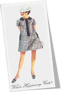 L'originale A-Line Dress prende il nome dalla forma triangolare di questo abito – stretto sulle spalle e poi gradualmente sempre più largo sino all'orlo, ignorando sia il punto vita che la linea dei fianchi – che richiama alla mente, appunto, la silhouette  della lettera A.