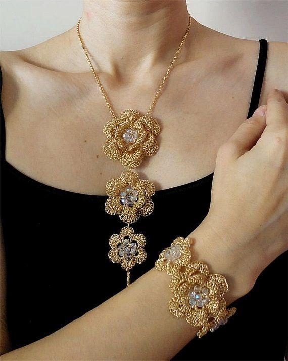 Artículos similares a Set de joyería en oro ganchillo hilo collar y pulsera collar nupcial femenina romántica boda en Etsy