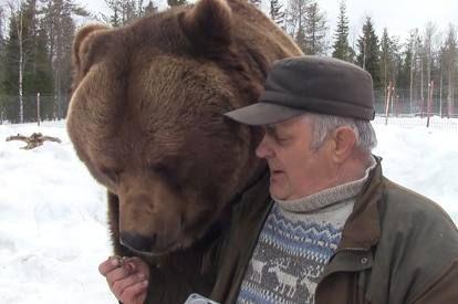 Finlandia,Sulo Karjalainen e uno dei suoi orsi