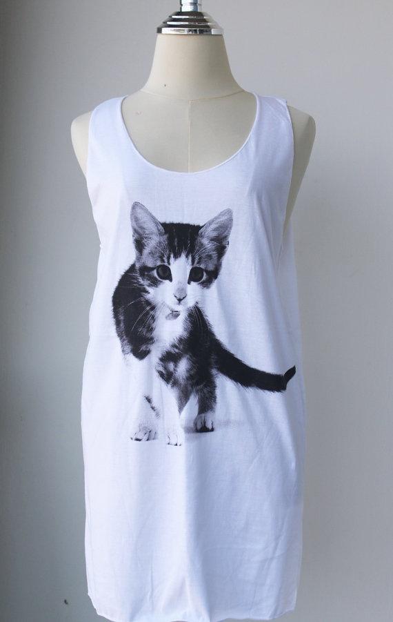 meoww: Tees Cat, Walks Pet, Cat Rel Pin, Cat Walks, Cute Cats, Pet Animal, Glasses Ey Pet, Animal White, White Tunic