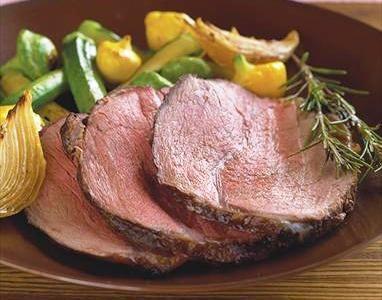 La Noce di cervo arrosto viene preparata con la carne cosparsa di pepe e sale e quindi rosolato e dorato da tutti i lati e quindi infornato per circa...