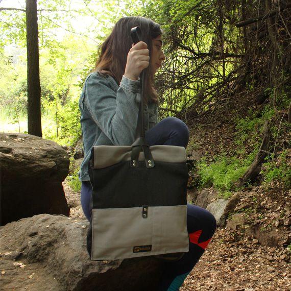 Bolsos de hombro (Tote). Diseñado para llevar un peso ligero de forma cómoda, que permite mantener los objetos protegidos.  Disponible en www.cotorra.cl