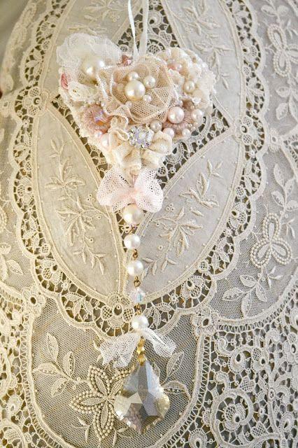 Victorian Lace Pillows : 2385 best Linen & Lace Love - Vintage Style images on Pinterest Vintage linen, Antique lace ...
