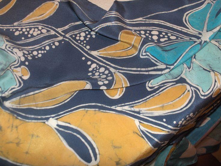 batik on silk -. refined scarf - www.ilgiardinodellacerorosso.com