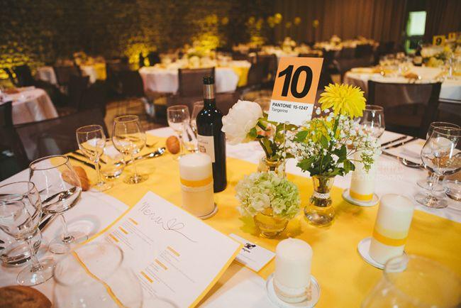 Des invités très gâtés, un mariage jaune, couleur du soleil brésilien, des amoureux qui organisent tout à distance, un lieu au milieu des vignes du beaujolais, des tonnes de petits détails bien pe…