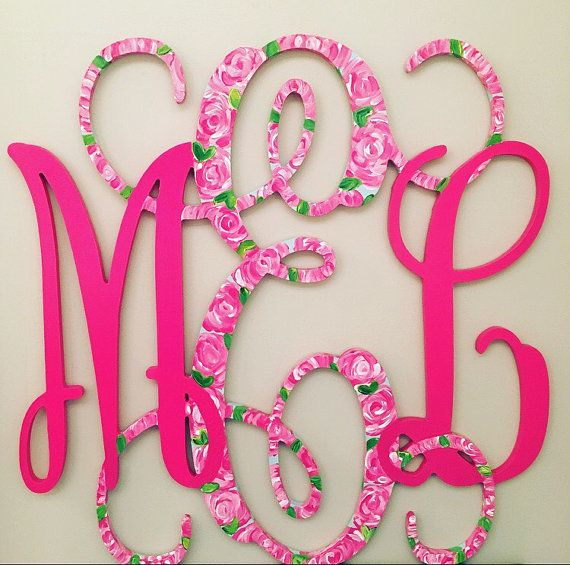 Who doesnt just ADORE a Lilly Pulitzer print. We all know her colors and prints are simply the best. Then put it on a monogram and your life is
