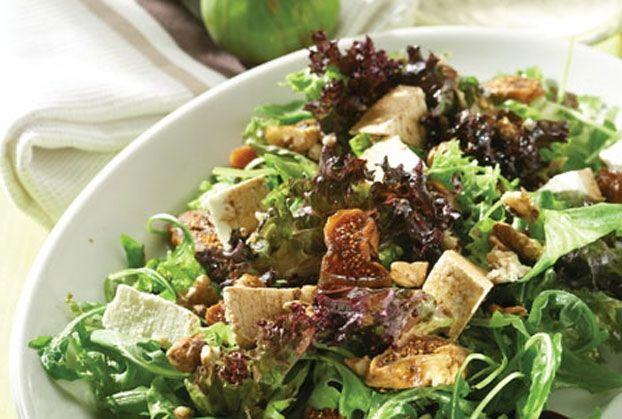 Πράσινη σαλάτα με καρύδια, σύκα, κράνμπερι και ανθότυρο-featured_image