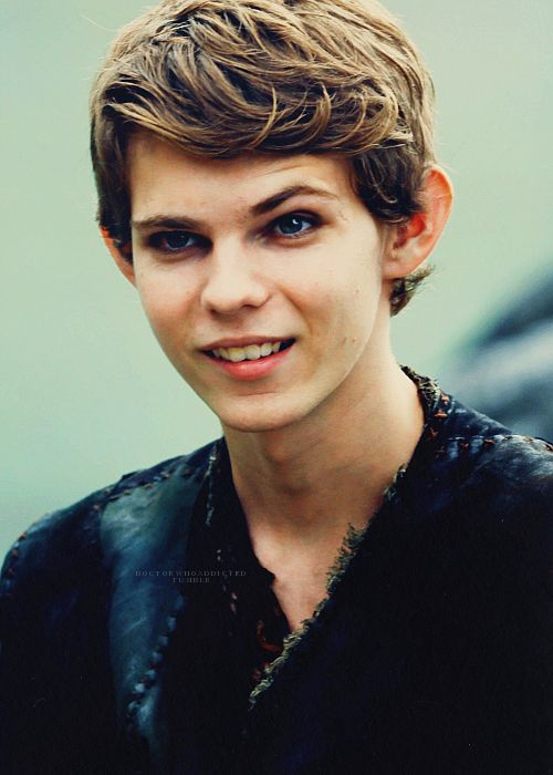 Robbie Kay Actor Robbie Kay was born in September 1995 in Lymington, Hampshire, England. He is an actor, known for Pirates of the Caribbean: On Stranger Tides (2011), Fugitive Pieces (2007) and Made in Dagenham (2010). Currently plays the new villainous Peter Pan (aka The Pied Piper) created in the TV series Once Upon a Time. IMDb