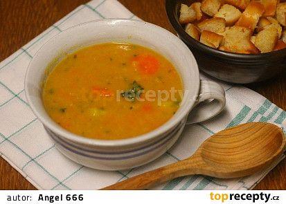 Zimní polévka z mrkve a červené čočky recept - TopRecepty.cz