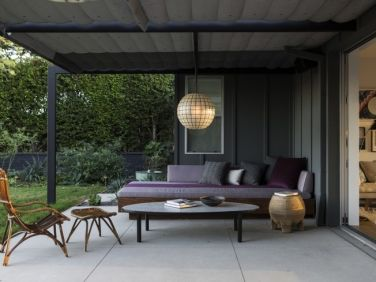 Low-Cost Luxe: 9 Pea Gravel Patio Ideas to Steal | Garden ... on Low Cost Patio Ideas id=62676
