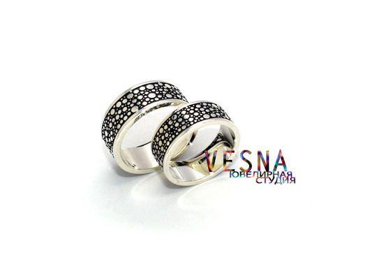 Необычные обручальные кольца из белого золота в морском стиле `Морская пена`