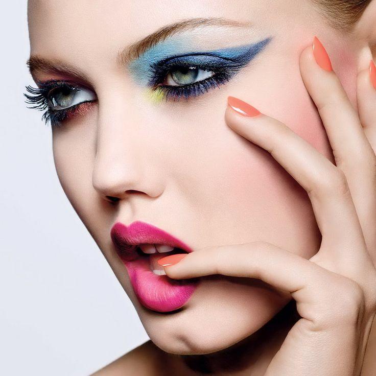 Разноцветные глаза — модный макияж весны 2017