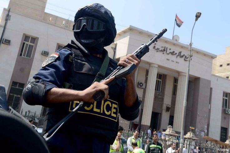 "Pengadilan militer Mesir penjarakan 70 aktivis pro-demokrasi  MESIR (Arrahmah.com) - Sebuah pengadilan militer Mesir pada Selasa (29/11/2016) menjatuhkan hukuman penjara terhadap 70 aktivis dengan tuduhan dugaan keterlibatan mereka dalam ""kekerasan dan kerusuhan"" yang berlangsung di provinsi Minya terkait perlawanan Rabaa Al-Adawiya dan Al-Nahda pada bulan Agustus tahun 2013.  Seorang anggota tim pembela Mohammed Samir Al-Farra mengatakan kepada Anadolu Agency bahwa pengadilan militer Assuit…"