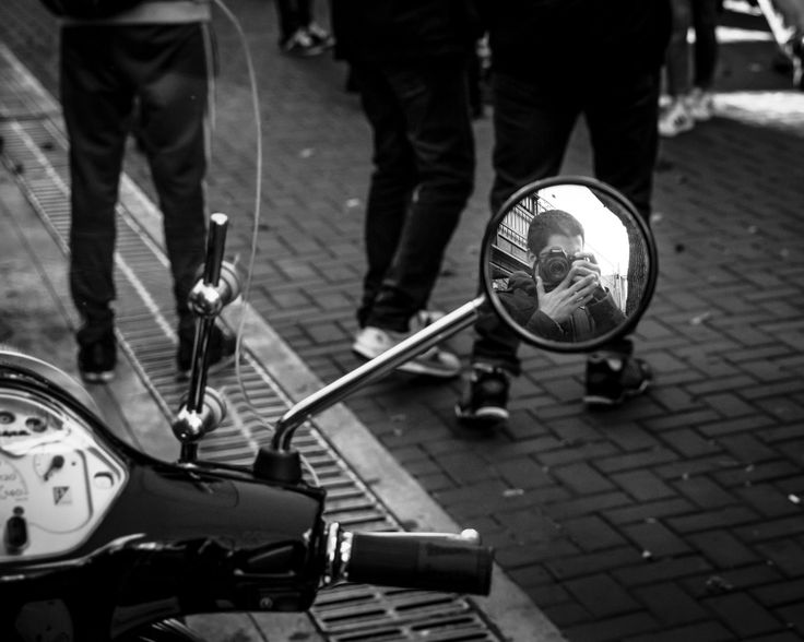 Retrovisor. #bwstylesgf #bnw_captures #bnw_universe #insta_bw #bnwmood #bwstyleoftheday #urbanphotography #streetphotography #fotocallejera #buenosaires