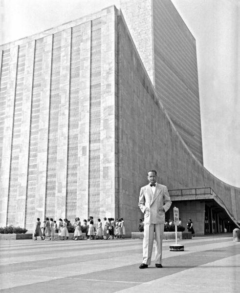 United Nations Headquarters, by Le Corbusier, Oscar Niemeyer, Sir Howard Robertson, et al. with Harrison and Abramovitz, at New York, New York, 1947, finished 1953.