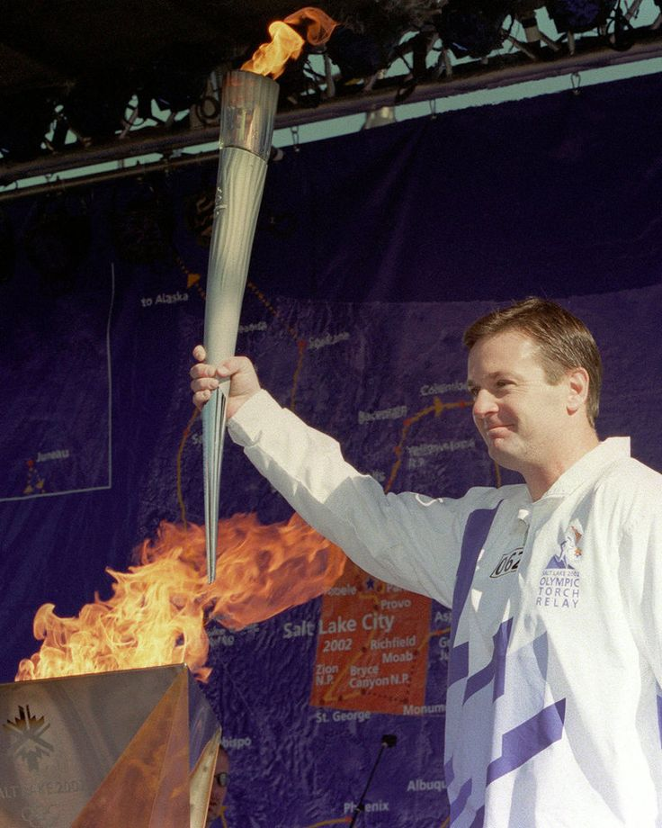 OLYMPIC TORCH RUN, OU: Oklahoma college football coach Bob Stoops stands before the crowd after lighting the Olympic cauldron Friday, Jan. 11, 2002, in Oklahoma City. After a brief presentation, the Olympic flame was carried throughout the city led by former Olympic gymnasts Nadia Comaneci and Bart Conner, who own a gym in Norman, Okla. (AP Photo/Andrew Laker)