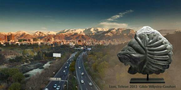 Skyline Teheran:  Het beeld Lion is gemaakt van Groen Iraans speksteen en staat op een stalen sokkel