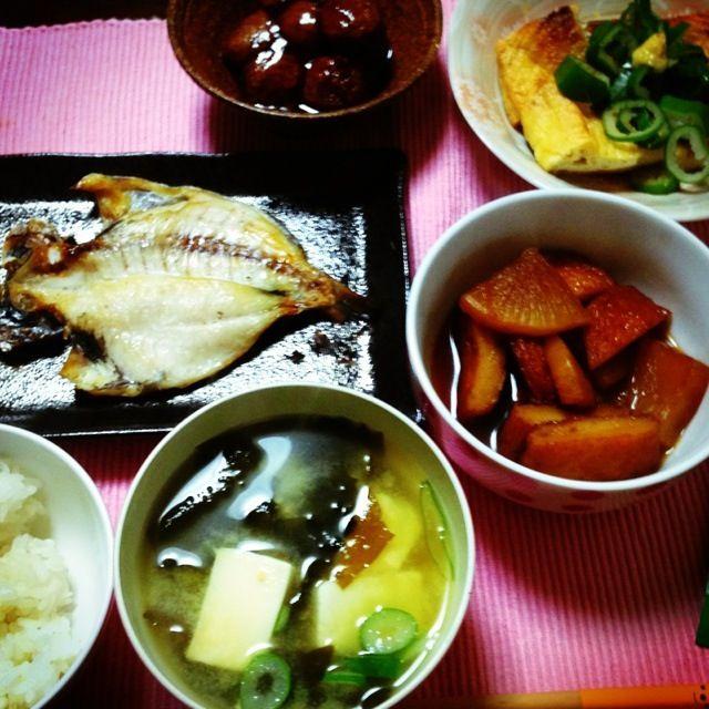 お魚は伊豆のお土産で頂きましたー(^^) - 4件のもぐもぐ - 豆腐わかめみそ汁、さつま揚げ大根煮物、ミートボール、揚げのしょうがポン酢、お魚★ by ari02